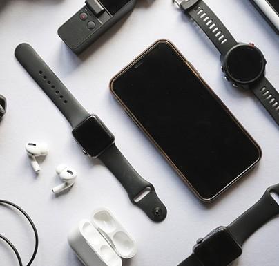 dispositivos electrónicos de tonos oscuros
